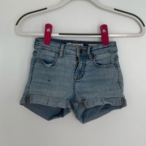 Jean booty shorts